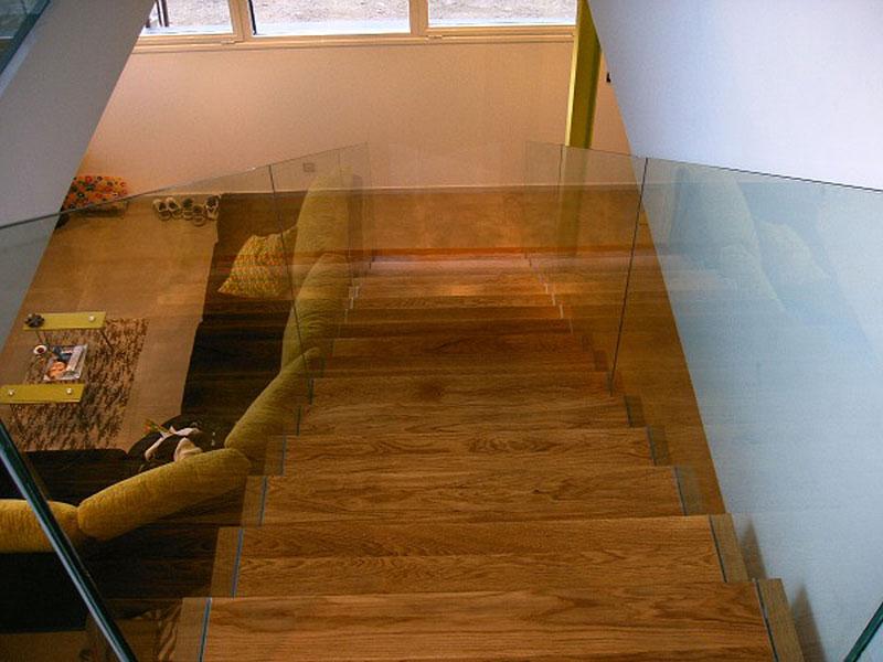 Escalera forrada de madera